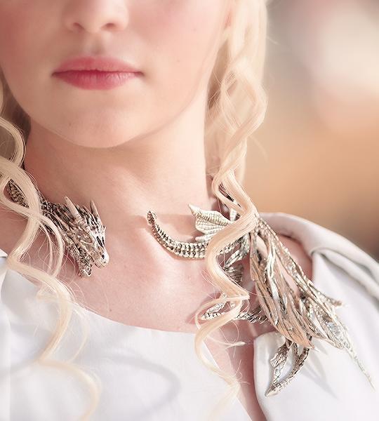 Daenerys-Targaryen-collar1