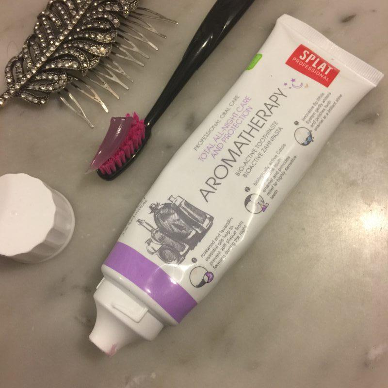 Pasta de dientes splat